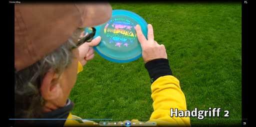 Sandro zeigt Wurftechnik
