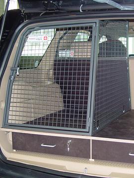 Hundebox mit Staufach